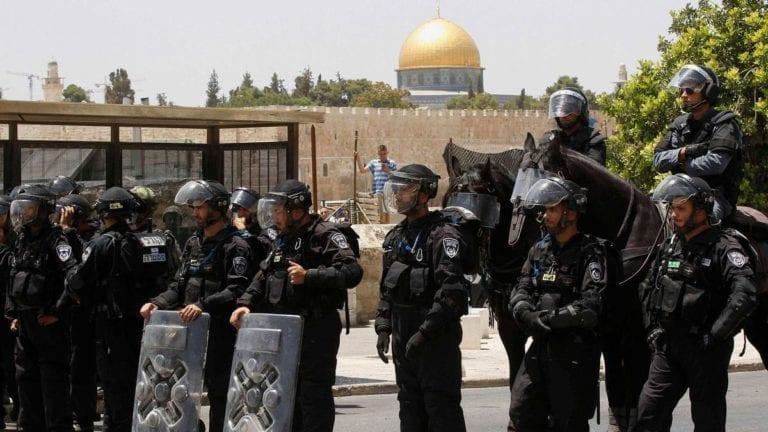 الشرطة الإسرائيلية تعتدي على رهبان مصريين