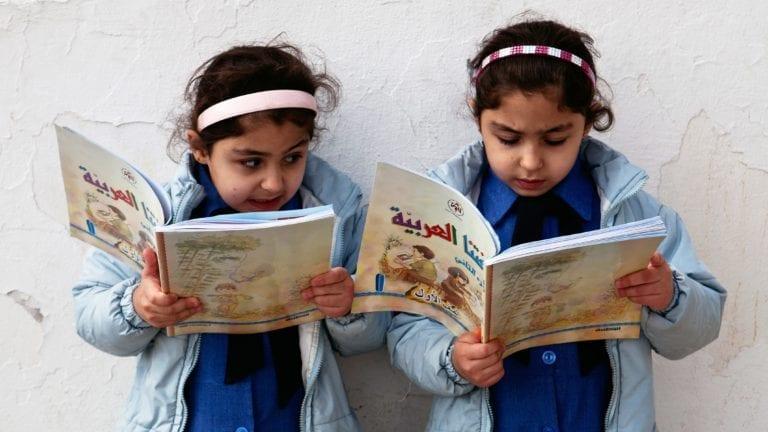نقص الكتب المدرسية