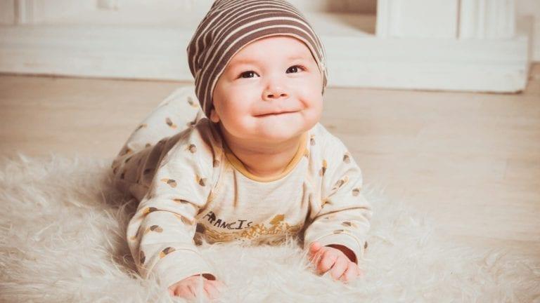 الصحة تصدر بطاقة جديدة للطفل.. تعرف على المميزات