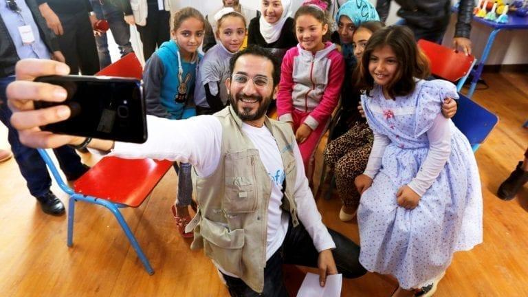 أحمد حلمي يزور مخيم الزعتري.. بالفيديو والصور