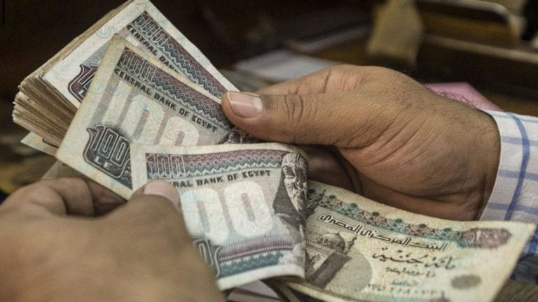 الحكومة تقترض مليار جنيه