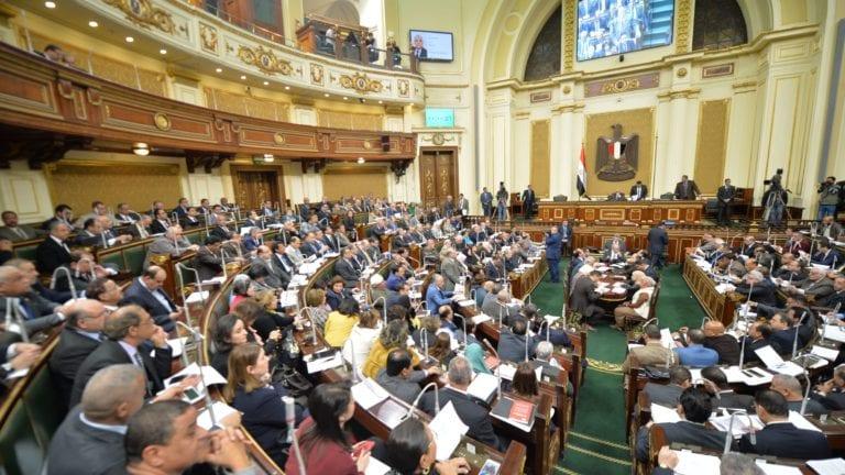 مناقشة قانون العمل في البرلمان