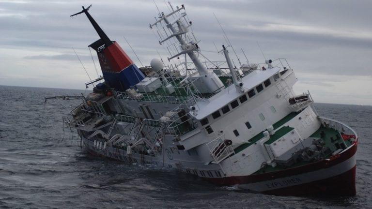 العثور على مركب دمياط الغارقة قرب رأس غارب
