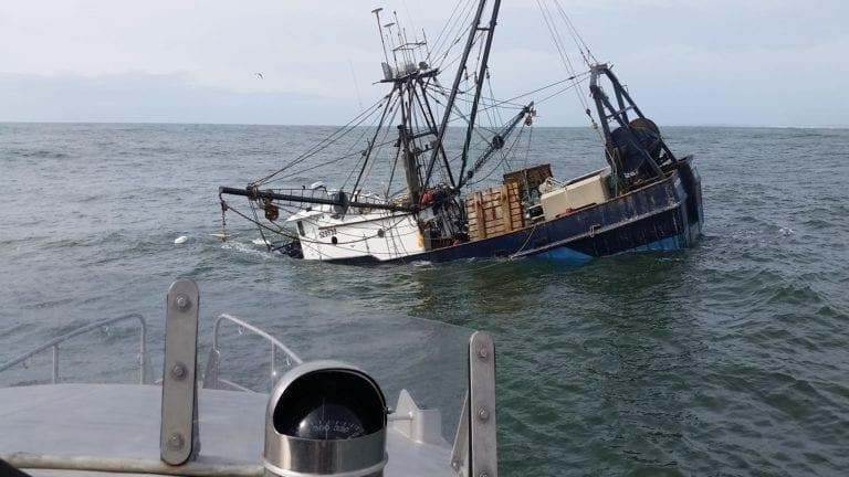 غرق مركب صيد