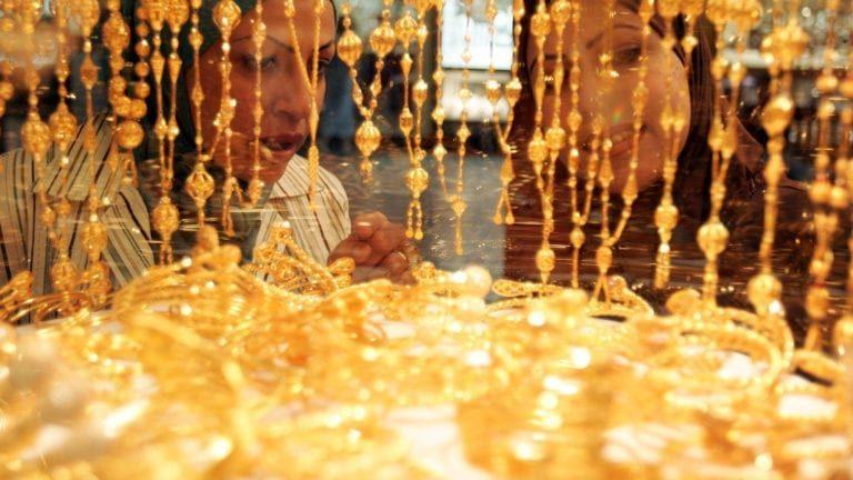 الذهب يسجل أعلى سعر في 8 أشهر