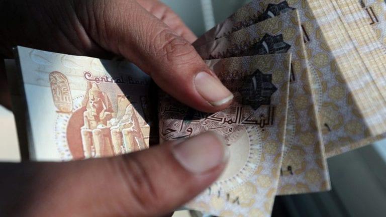 الحكومة تقترض لسد عجز الموازنة