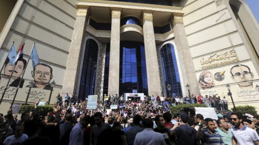 """قبل بدء الانتخابات.. البدل يشعل معركة """"نقيب الصحفيين"""""""