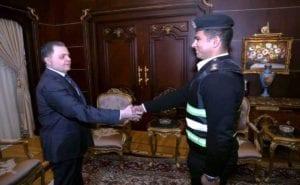 وزير الداخلية يكرم ضابط وأمين شرطة طاردا تاجر مخدرات