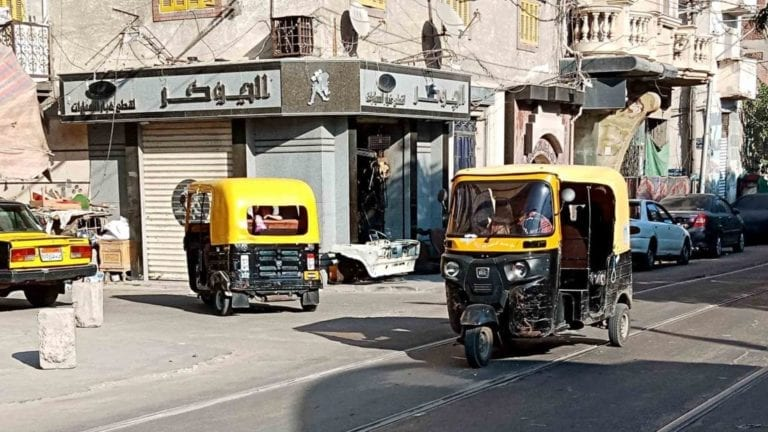 رغم هجوم رئيس البرلمان.. بدء ترخيص التوك توك في الإسكندرية