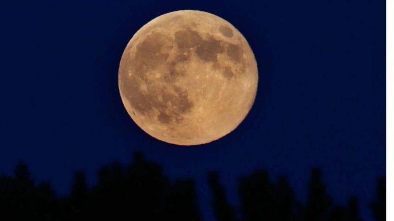 تشهده مصر.. القمر العملاق يطل على الأرض للمرة الثانية