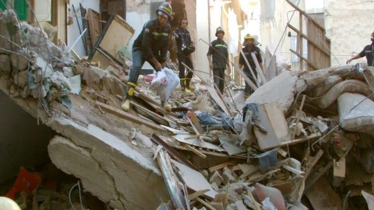 ضحايا ومصابين في انهيار عقار كرموز بالإسكندرية
