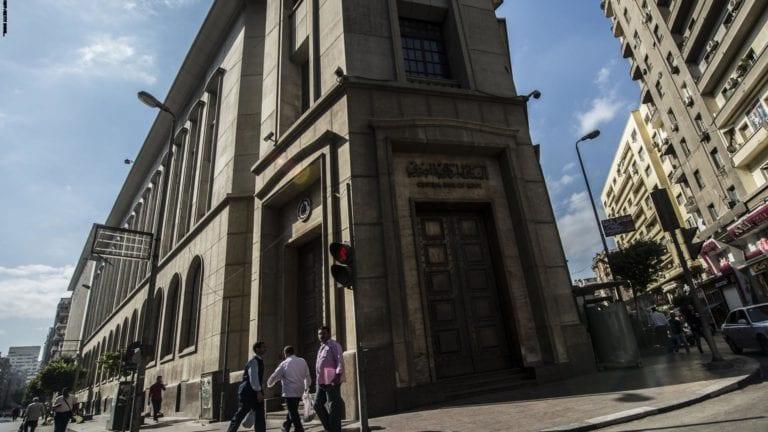 الحكومة تقترض 17 مليار جنيه من البنوك لتمويل عجز الموازنة
