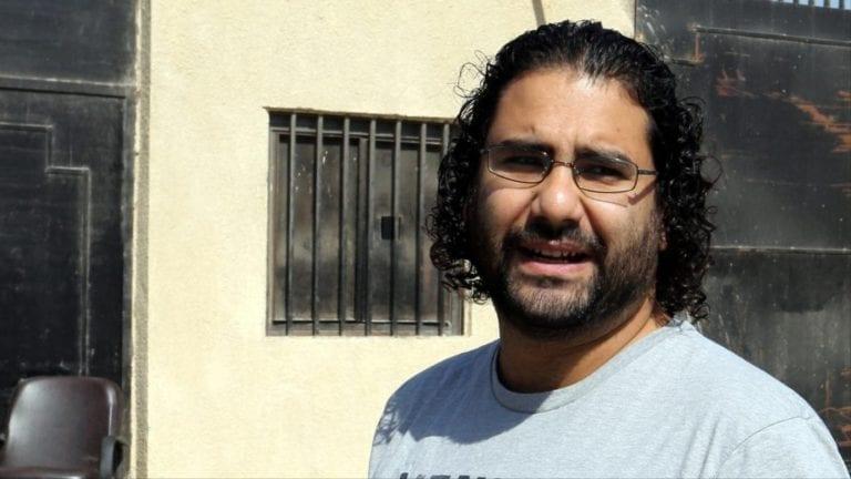 """الإفراج عن علاء عبد الفتاح بعد إتمام عقوبة """"التظاهر"""""""