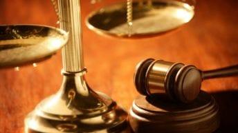 السجن 10 سنوات لرائد شرطة بعد سرقة سيارتين متحفظ عليهما