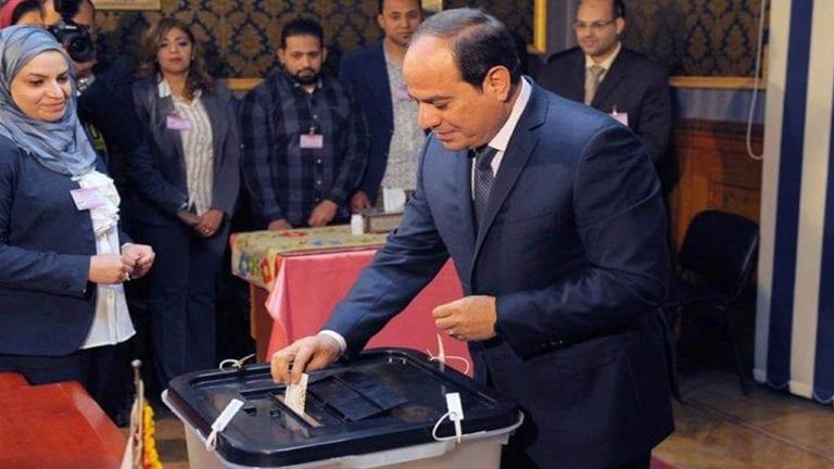 السيسي يصوت في الاستفتاء على الدستور