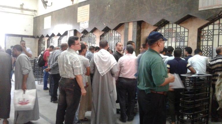 """في أول أيام الغرامة: غضب وزحام وارتباك بـ""""محطة مصر"""""""