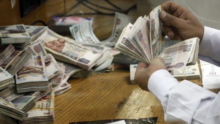 رويترز: مصر تراجع ضريبة القيمة المضافة وقائمة الإعفاءات