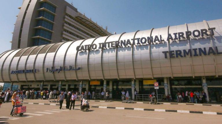 عزل 19 راكبا بالمطار قادمين من السودان بسبب الحمى الصفراء