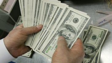 أسعار العملات والذهب اليوم الجمعة 17 مايو