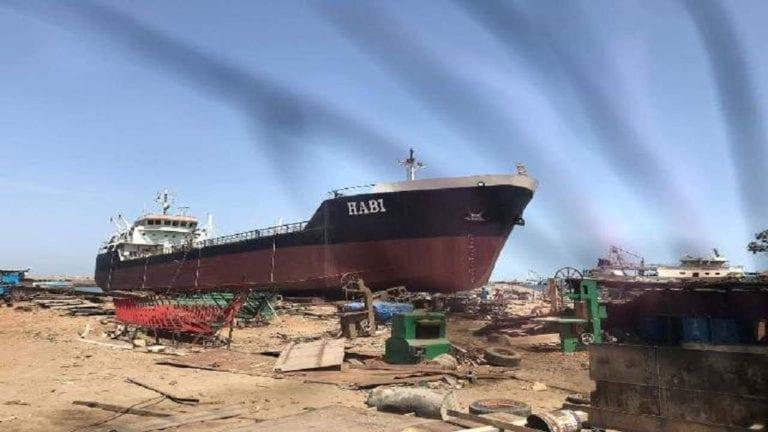 ترسانة بورسعيد تصنع ناقلة نفط عملاقة: طولها 85 مترا وحمولتها 3500 طن