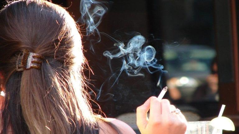 مكافحة الإدمان: نسبة تدخين الإناث في الدراما عشرة أضعاف الواقع