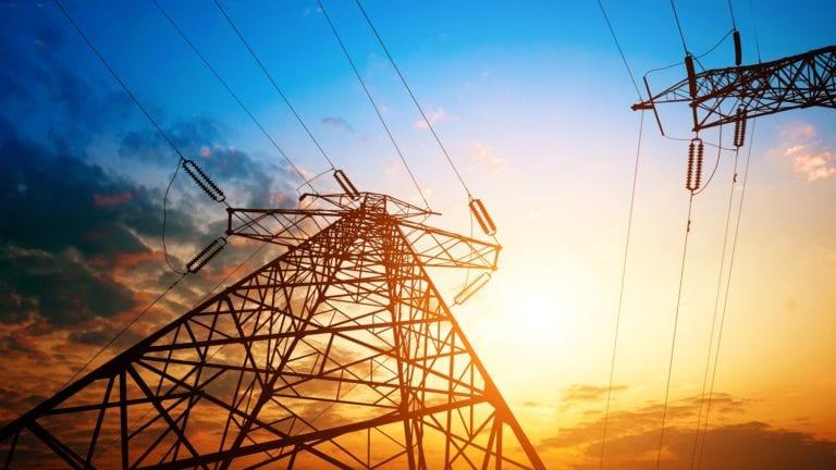 توقيع عقد بقيمة 36 مليون جنيه لغسل أبراج وخطوط الكهرباء