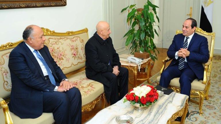 السيسي يلتقي رئيس البرلمان الليبي: لن نتراجع عن دعم الجيش الوطني