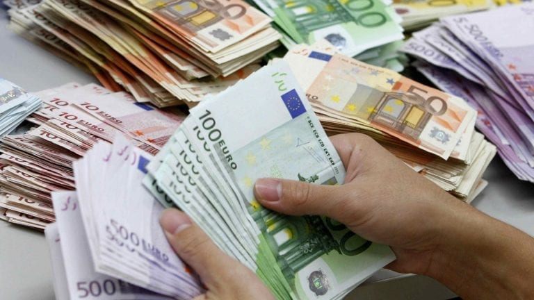 انخفاض أسعار العملات العربية
