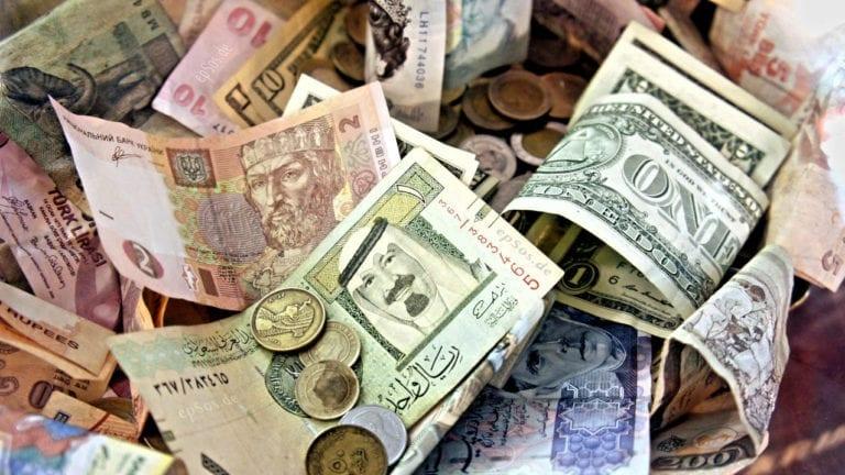 تعرف على أسعار العملات الأجنبية والعربية والذهب اليوم