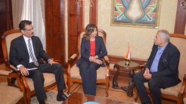 وزيرة الهجرة للمصري المعتدى عليه بالطائرة الرومانية: لن نترك حقك