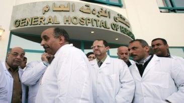 """الحكومة توافق على مقترحات لتحسين أوضاع الأطباء """"بشكل مبدئي"""""""
