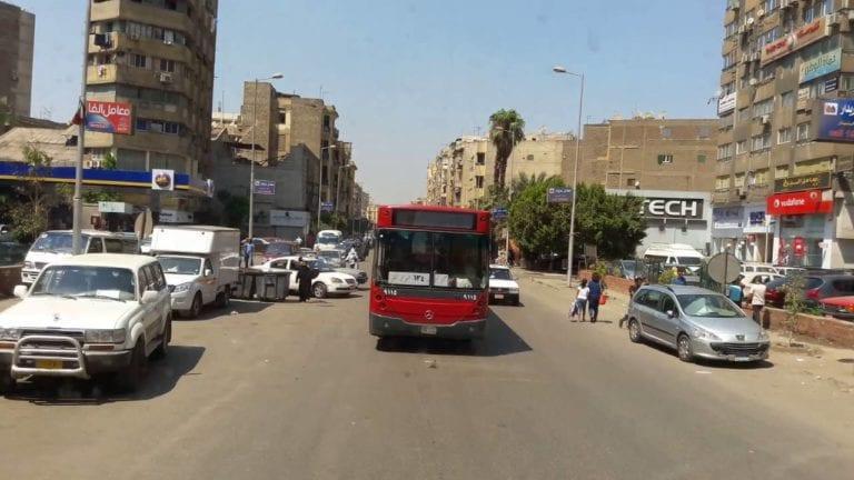إطلاق النار بشكل عشوائي في موقف أحمد حلمي: بندقية وإصابات