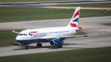 قبل إقلاعها.. ركاب طائرة الخطوط البريطانية يستغيثون بوزير الطيران