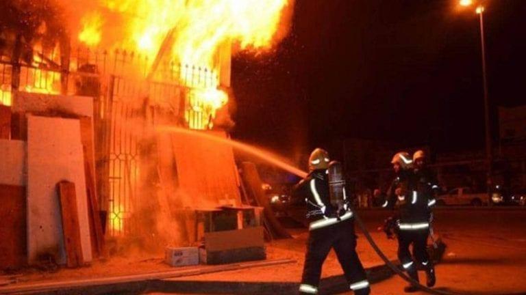 حريق هائل في مكتبة