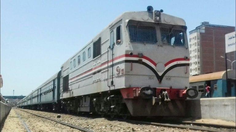 النقل تحذر من رشق القطارات بالحجارة: حظر الوقوف