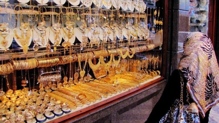 تذبذب أسعار الذهب والعملات العربية والأجنبية.. تعرف