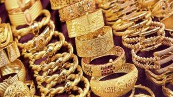 ارتفاع أسعار الذهب وتذبذب العملات.. والدولار يتراجع 3 قروش