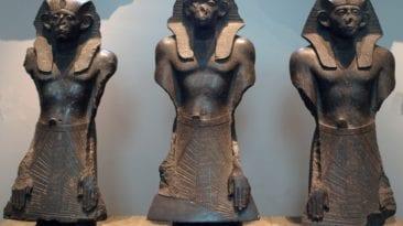  ضبط آثار فرعونية مهربة بعد وصولها للكويت (صور)