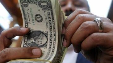 المالية تقرر إلغاء التعامل بالدولار الجمركي