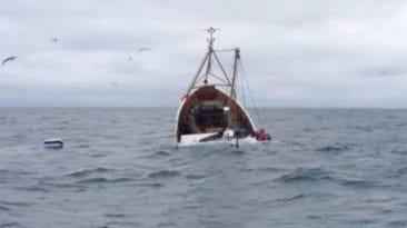 """الحكومة تعتبر المفقودين في غرق """"مركب ياسين الزهري"""" أمواتا"""