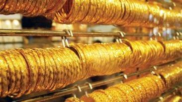 تراجع أسعار العملات والذهب ينخفض 5 جنيهات