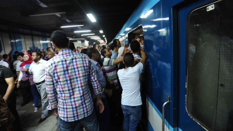 توقف 3 محطات في مترو الخط الأول بعد سقوط رافعة ونش (صور)
