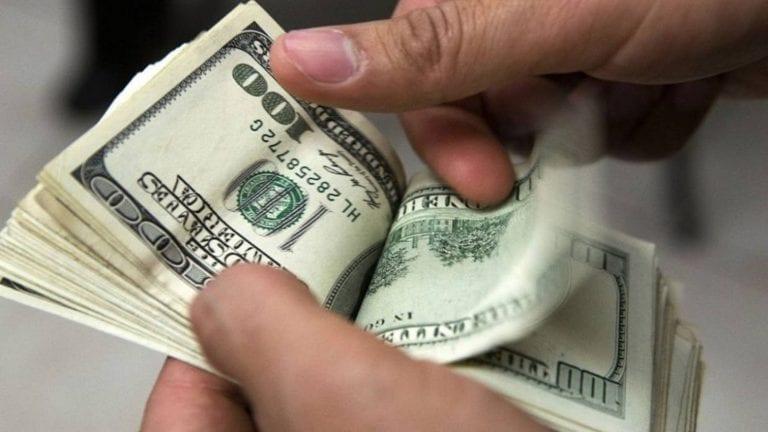 ارتفاع الدولار وانخفاض أسعار الفائدة