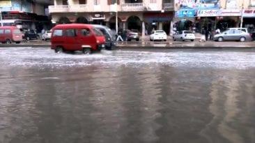 استمرار سقوط الأمطار في الإسكندرية.. برق ورعد وغرق شوارع