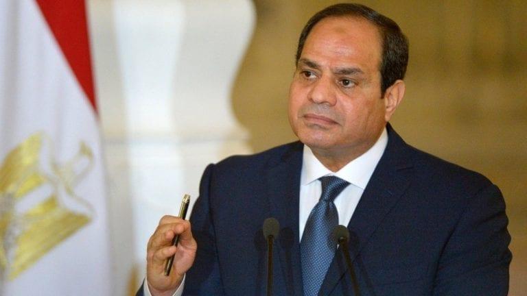 السيسي يحذر من المجاملة وإحالة رؤساء تحرير وصحفيين للمحاكمة
