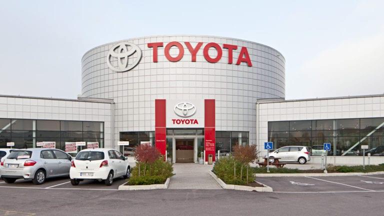 السيسي يستقبل رئيس شركة تويوتا: مشروعات متنوعة