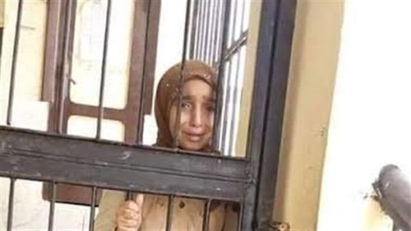 احتجاز طالبة بمدرسة