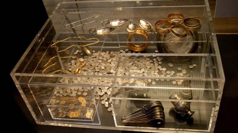 العثور على مجوهرات أثرية مصرية بإندونيسيا.. تفاصيل