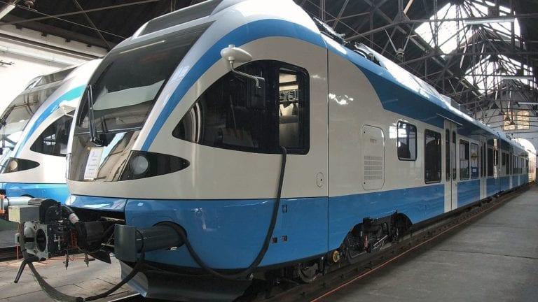 """""""النقل"""" توقع عقدا لصيانة القطار المكهرب بقيمة 110 ملايين دولار"""