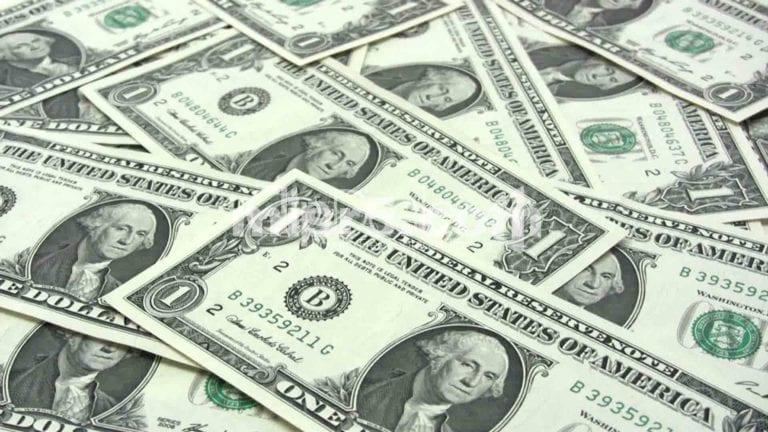 انخفاض أسعار العملات والذهب.. والجنيه يرتفع أمام الدولار